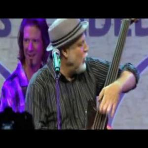 Embedded thumbnail for You Can Call Me Al - Dave Pomeroy and the All-Bass Orchestra featuring Paul Simon's longtime bassist Bakithi Kumalo.